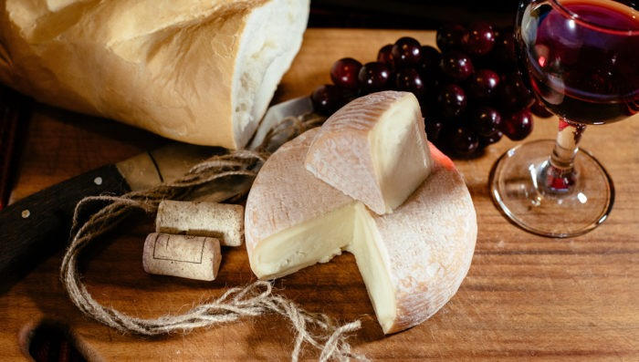roblochon cheese in french alpes