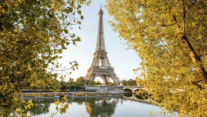Reflection of eiffel tour over seine rivier in paris