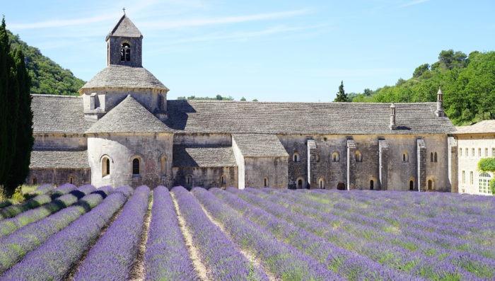 travel-vacations-provence-france-gordes