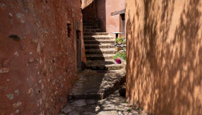 red alleys in luberon village