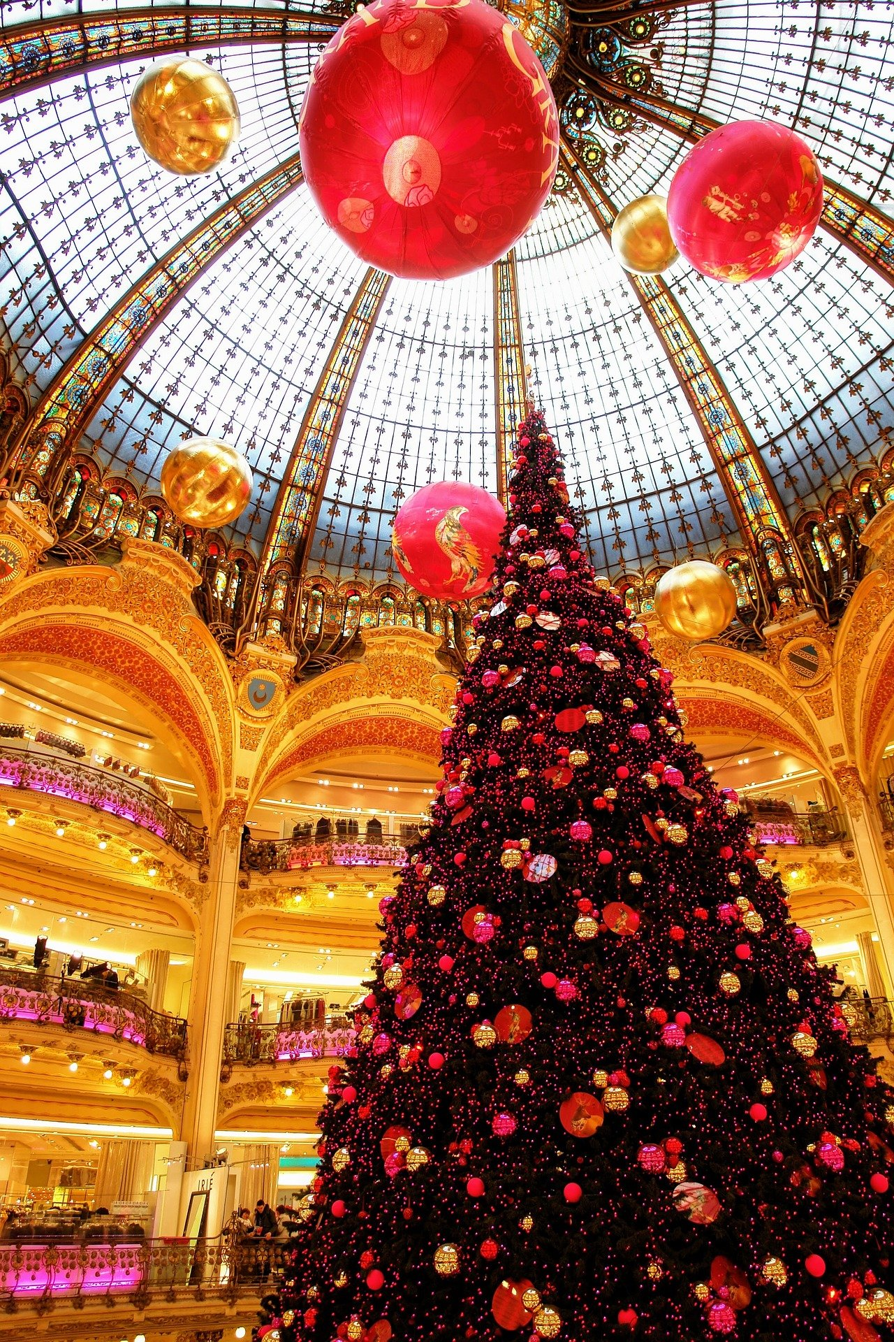 visiting paris in the winter shopping